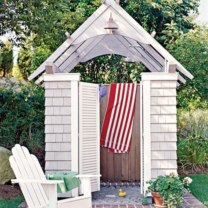 С приходом жаркого лета каждый мечтает о летнем душе на дачном участке.