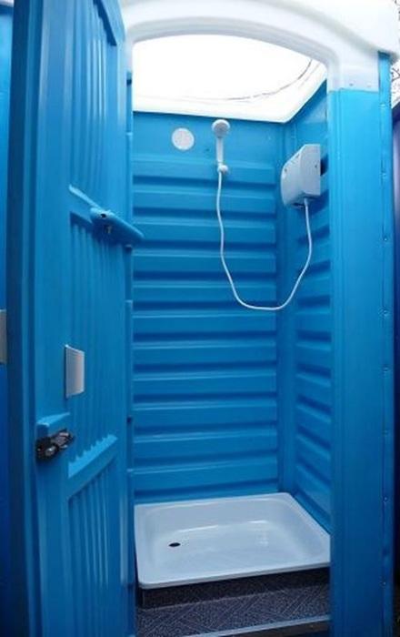 Душ, который легко можно изготовить, переделав кабинку для туалета.