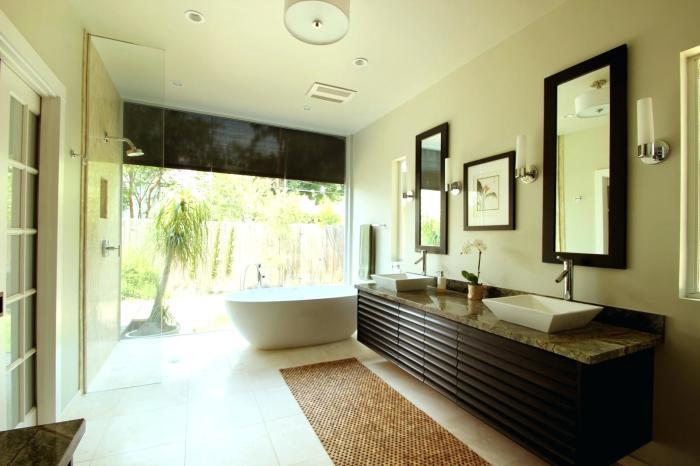 Классическая ванная комната, в которой использованы натуральные материалы.
