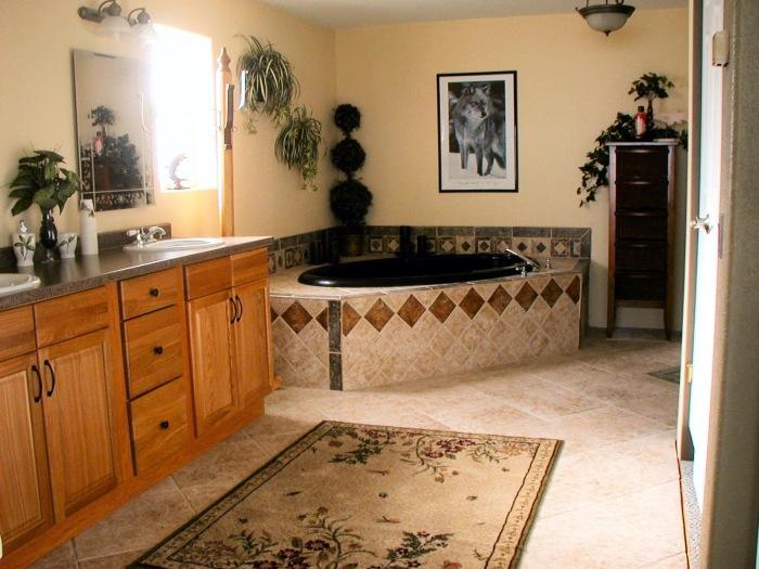 Восхитительная ванная комната, которая станет украшением любого загородного дома.
