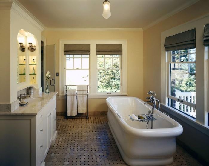Светлые оттенки способны создать в помещении спокойную атмосферу, которая идеально подойдёт для ванной комнаты.
