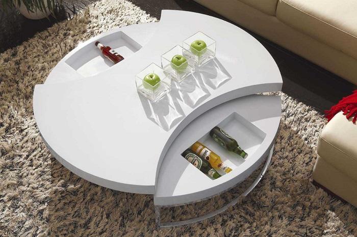 Для правильной организации пространства в малогабаритной квартире можно использовать журнальный столик-трасформер.