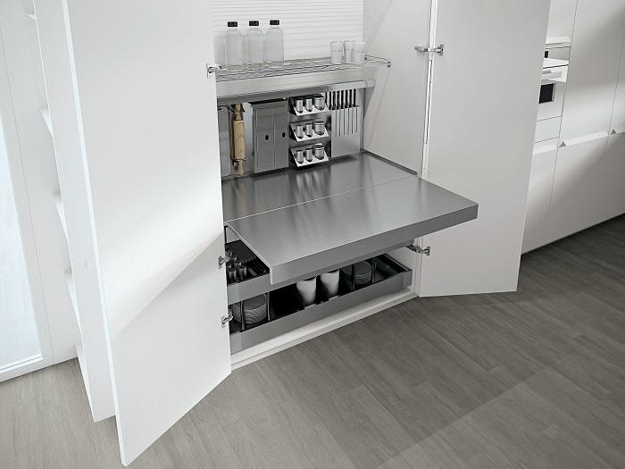 Современный стол-трансформер, который легко раскладывается из обычного шкафа в рабочую поверхность.