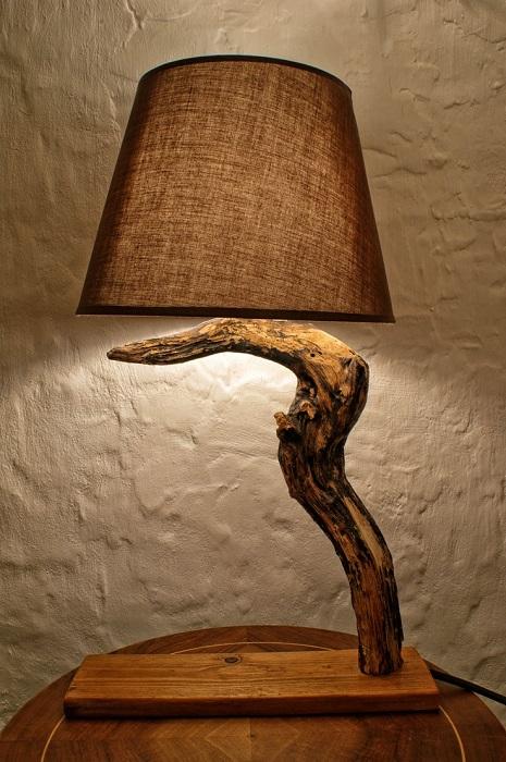 Настольный деревянный светильник в экостиле.