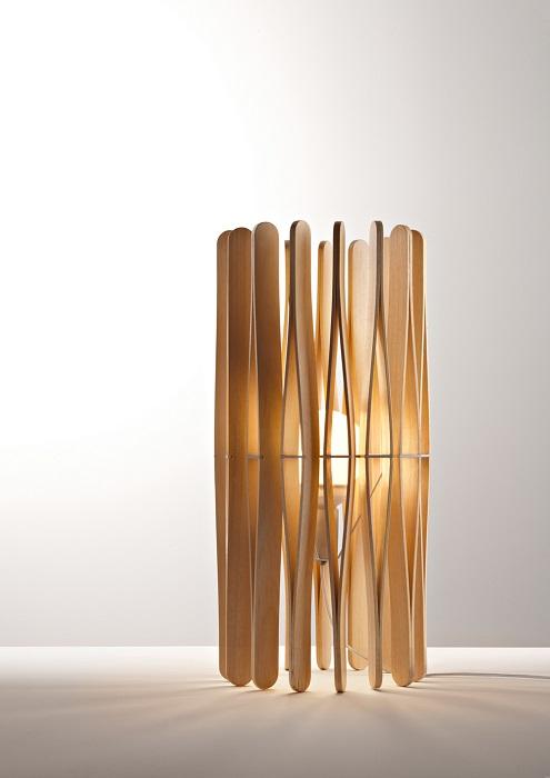 Деревянный светильник в стиле минимализм - максимальная функциональность и простота.