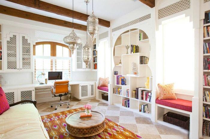 Гостиная, в которой воспроизведены основные концепции классического арабского стиля.