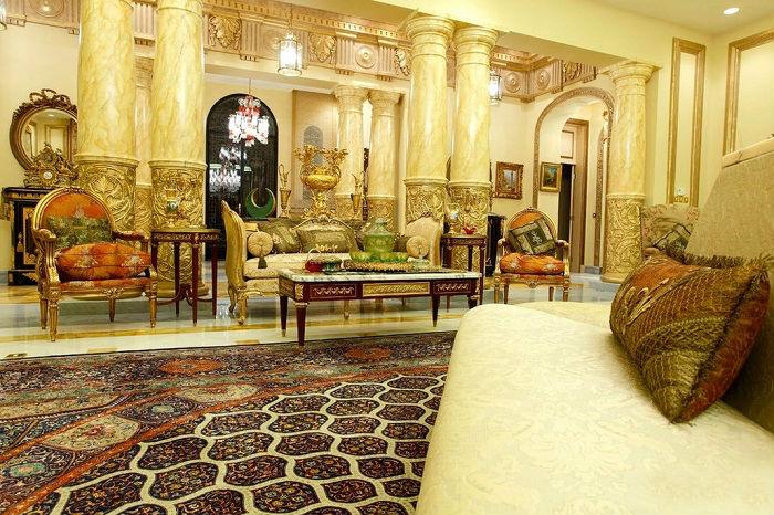 Традиционные элементы арабского стиля – это арки, колоны, художественная роспись и инкрустация.