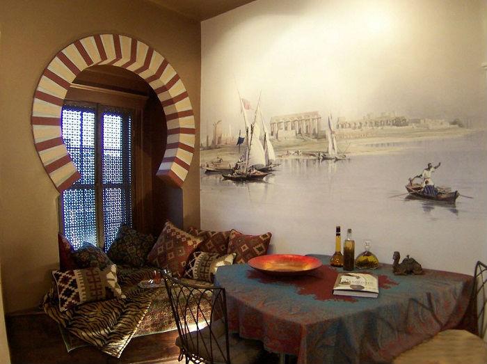 Для арабского стиля характерно наличие предметов ручной работы.