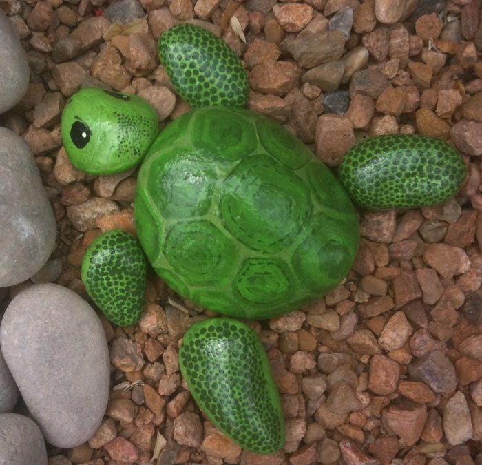Черепаха из природных материалов, которая украсит даже самый изысканный ландшафт.