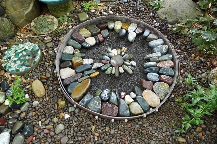 Крутая идея использования природного камня в ландшафтном дизайне.