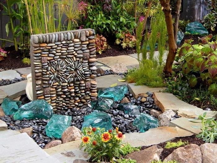 Безжизненные камни помогут по-настоящему оживить дачный участок.