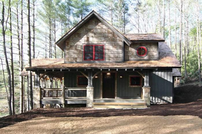 Для украшения и дополнения загородного можно использовать старые деревянные рейки.