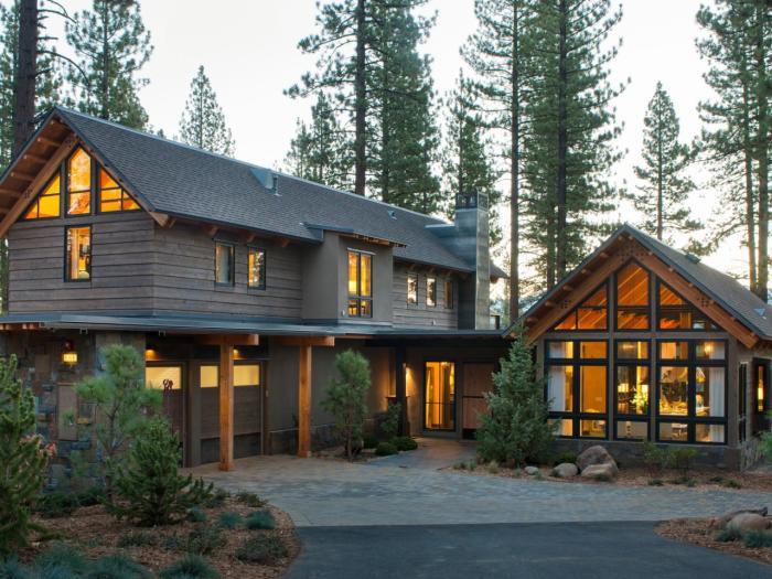 Деревянные панели – самый красивый и экологически чистый материал, который применяется для облицовки коттеджей.
