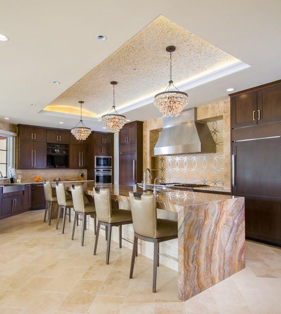 Декоративный мрамор – отличный выбор для оформления рабочей поверхности на кухне.