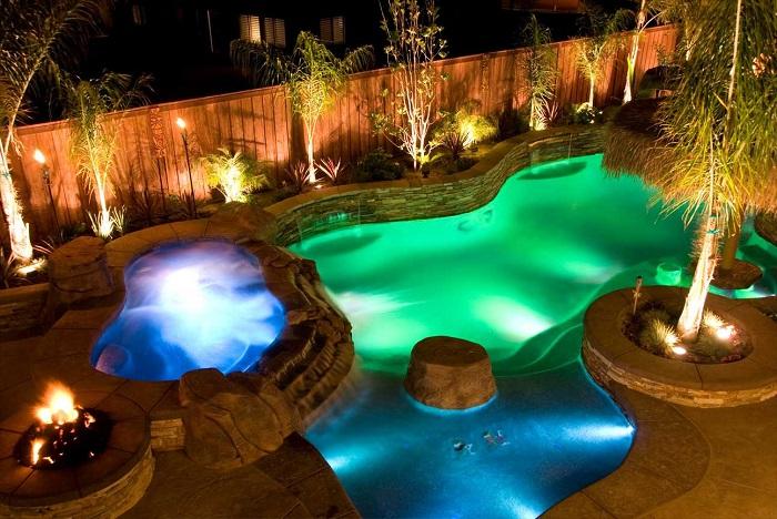 Любой водоём на дачном участке можно красиво обозначить при помощи светодиодных светильников.