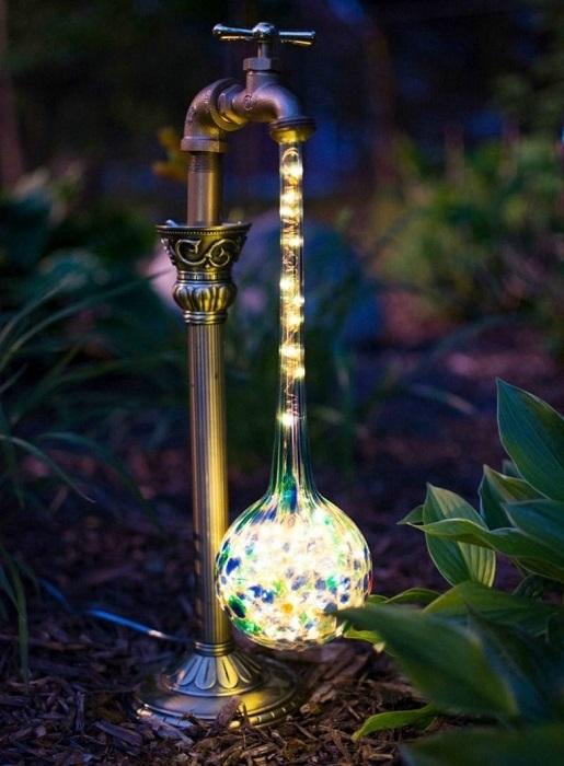 Современный садовый светильник из муранского стекла – настоящее произведение искусства.