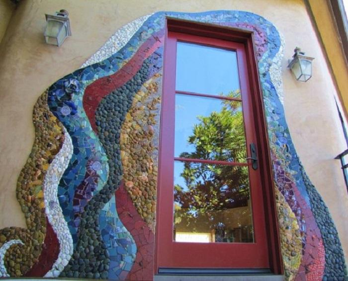 Фасад дома - огромный простор для создания сказочных панно.