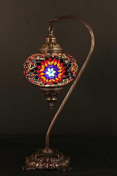 Очаровательный светильник в классическом восточном стиле.