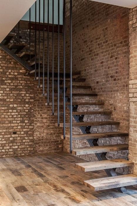 Эргономичная и оригинальная конструкция лестницы,  которая идеально подчеркнёт индустриальный стиль помещения.