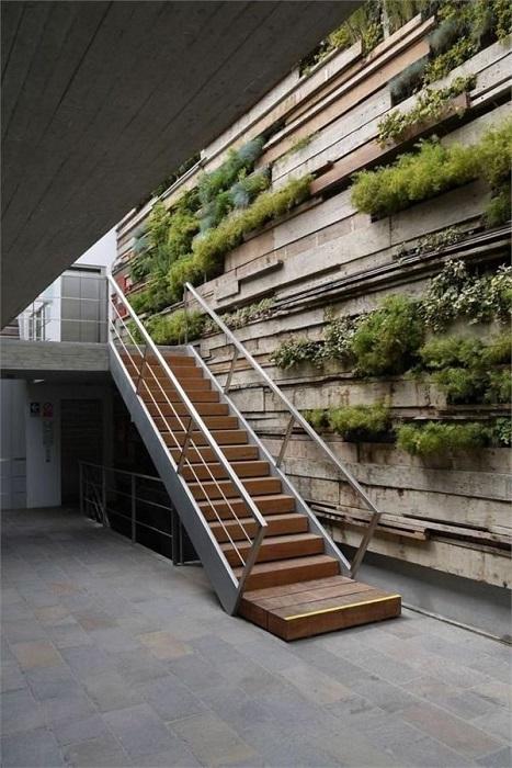 Комбинированная лестница, которая идеально вписывается в окружающее пространство.