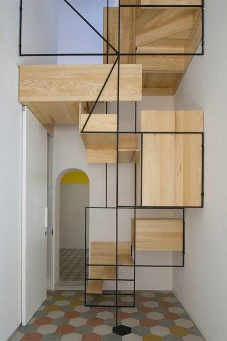 Дизайнерская конструкция из дерева и металла, которая полностью соответствует дизайну помещения.