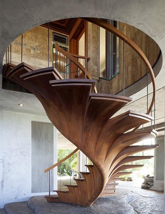 Деревянная лестница, которая идеально дополнит интерьер в экостиле.
