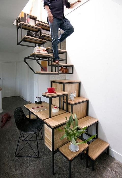 Лестница, которую можно в любой момент использовать как стеллаж, на который можно поставить комнатные цветы и растения.