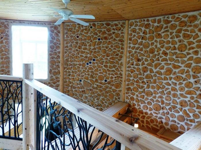 Технология строительства домов из глиночурки не потеряла со временем своей популярности.