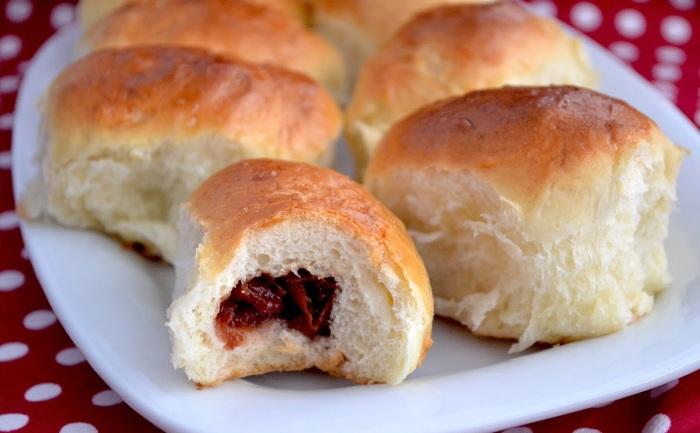 Вишневую начинку для пирожков можно приготовить даже из замороженных ягод.