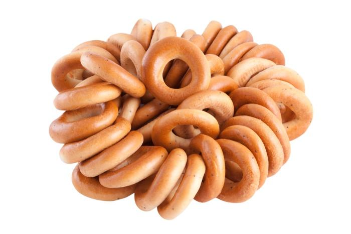 Традиционный русский обварной хлебный продукт в форме кольца.