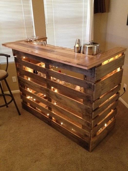 Деревянная барная стойка с подсветкой.