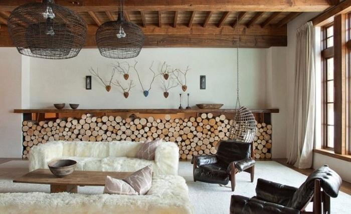 Пример того, как шерсть может дополнить интерьер гостиной в экостиле.