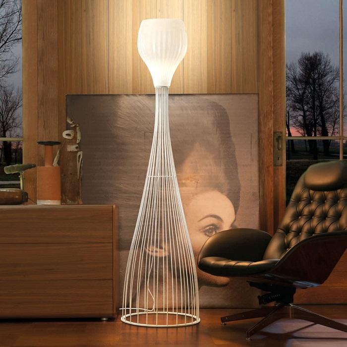 Дизайнерский напольный светильник необычной формы из натурального дерева, который можно изготовить своими руками.