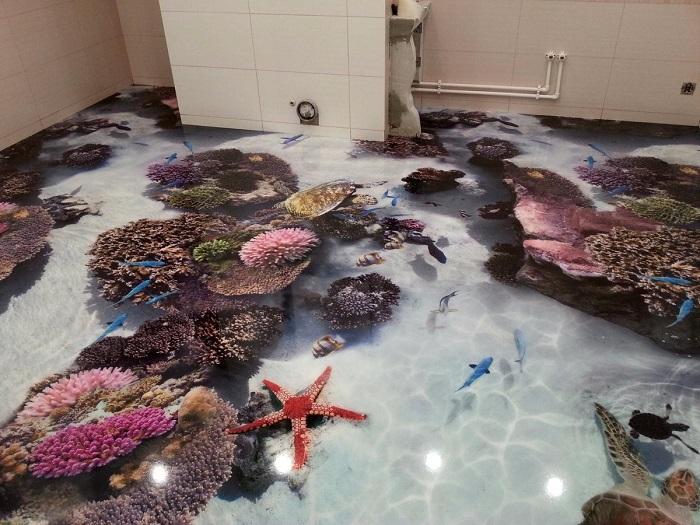 3D наливной пол в ванной комнате с изображением кораллового рифа и его обитателей.