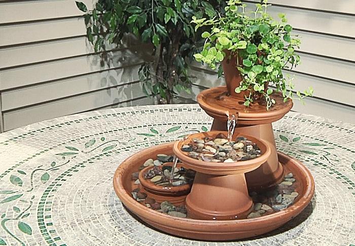 Для изготовления самодельного водопада понадобится глиняная посуда и немного свободного времени.