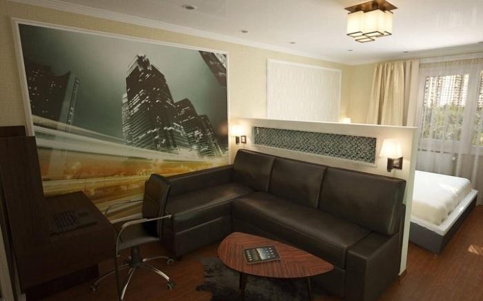 Пространство за диваном можно использовать для создания гипсокартонной перегородки, на который можно установить несколько светильников.