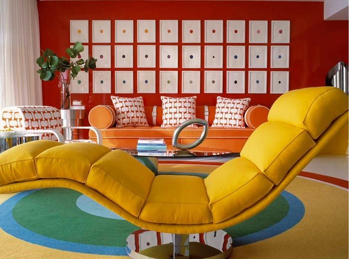 Яркие цвета, при правильной комбинации, наполнят вашу гостиную красками и сделают ее особенной.