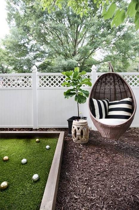 Деревянный забор - это та часть ландшафтного дизайна, которая требует особого внимания и ухода.