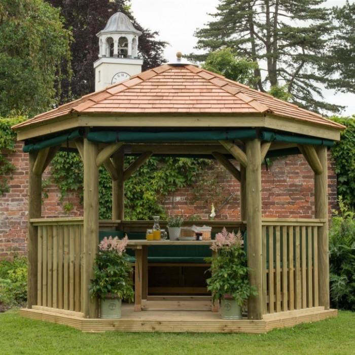 Беседка, которую можно легко смастерить из необработанной древесины или остатков строительных материалов.