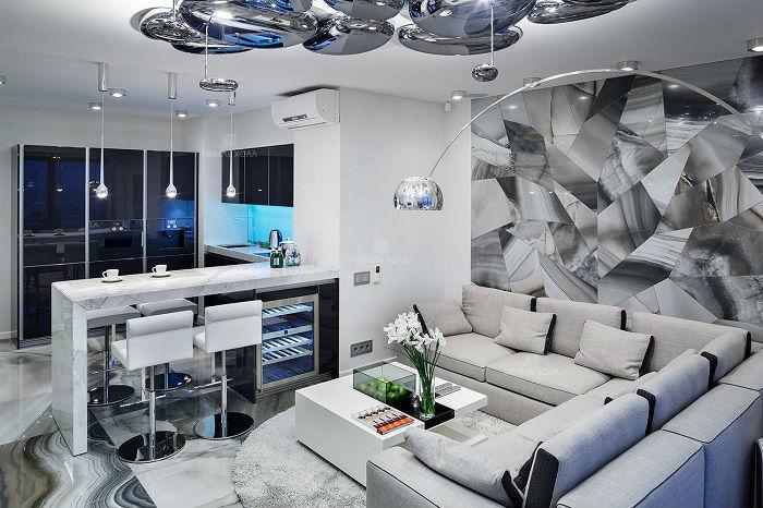 Стильные хромированные люстры и светильники помогут создать комфортную атмосферу практически в любом помещении.