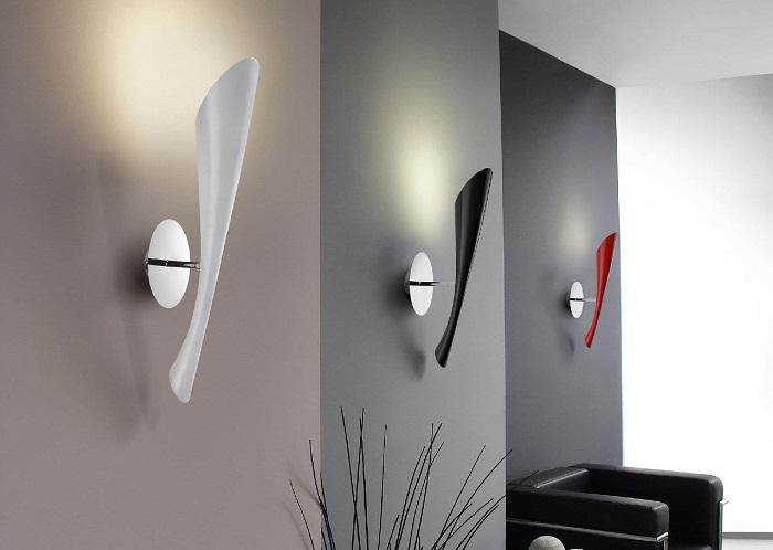 Настенные светильники в стиле хай-тек, которые позволяют создать необычный интерьер, делая комнату светлой и уютной.