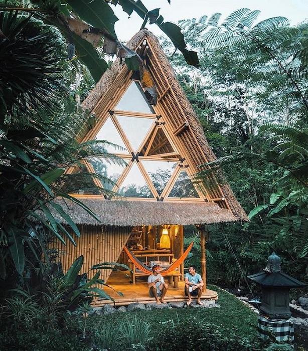 Настоящее архитектурное творение у подножия вулкана Агунг, Бали.