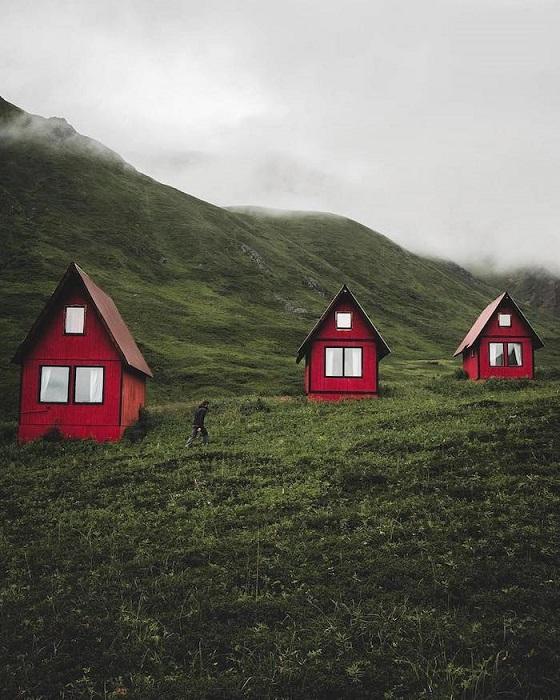 Чудные домики на Аляске, штат северо-запада Америки.