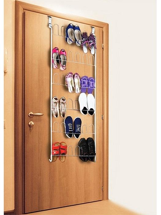 Элегантное решение проблемы хранения вещей, которое поможет сэкономить пространство в маленьком гардеробе.