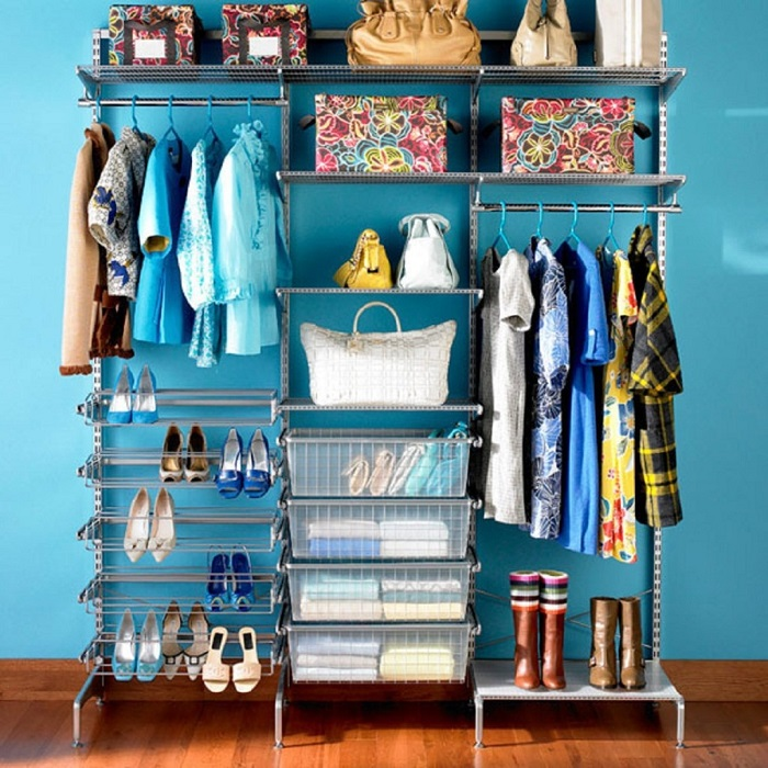 Обычные пластиковые контейнеры для хранения одежды - это функциональность, порядок и комфорт на каждый день.