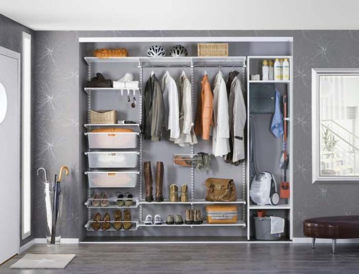 Современные гардеробные системы позволяют не только сэкономить драгоценное пространство, но и вписать гардероб в интерьер помещения.