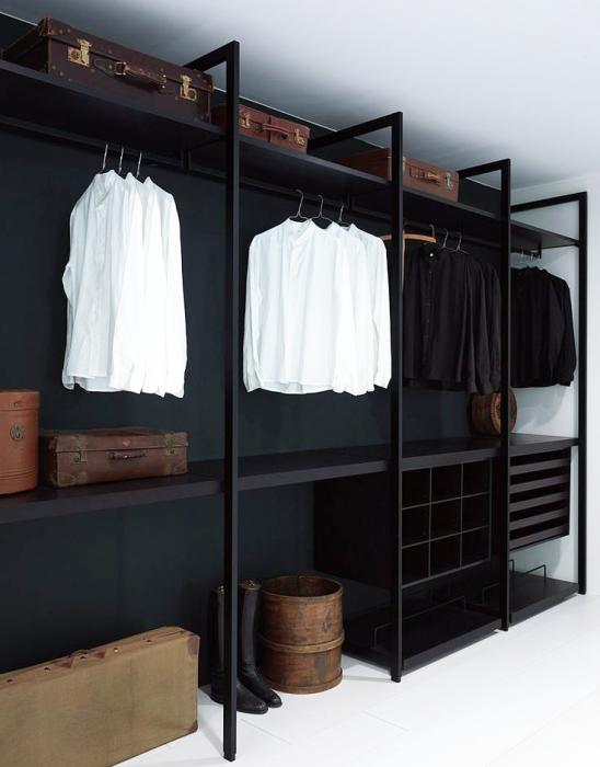 Эргономичный стеллаж для гардеробной – бюджетная и практичная система хранения обуви и вещей.
