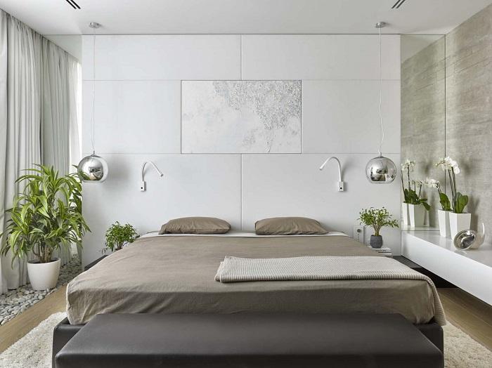 Большая декоративная плитка, которая будет выигрышно смотреться у изголовья кровати.
