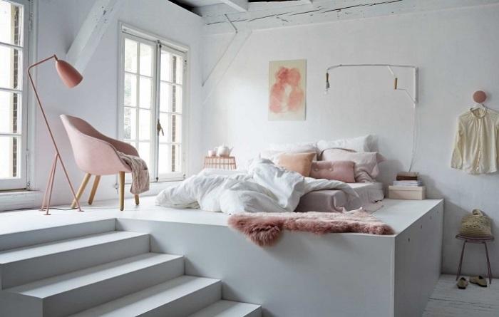 Кровать-подиум – это отличное решение для небольшого помещения.