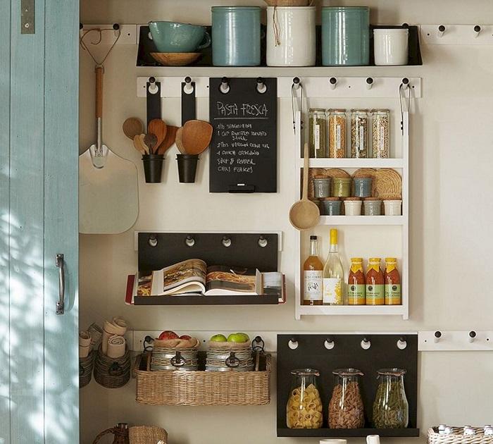 Вертикальная система хранения – идеальное решение для малогабаритной кухни.